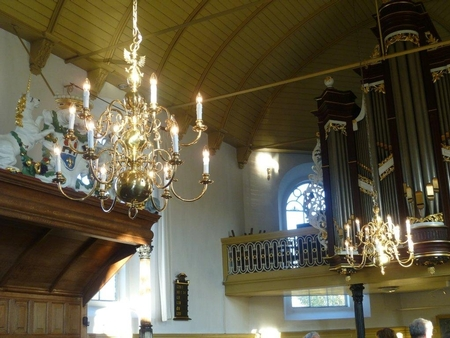 DELIVERY OF 2 LARGE CHANDELIERS CHURCH HURDEGARYP NETHERLANDS